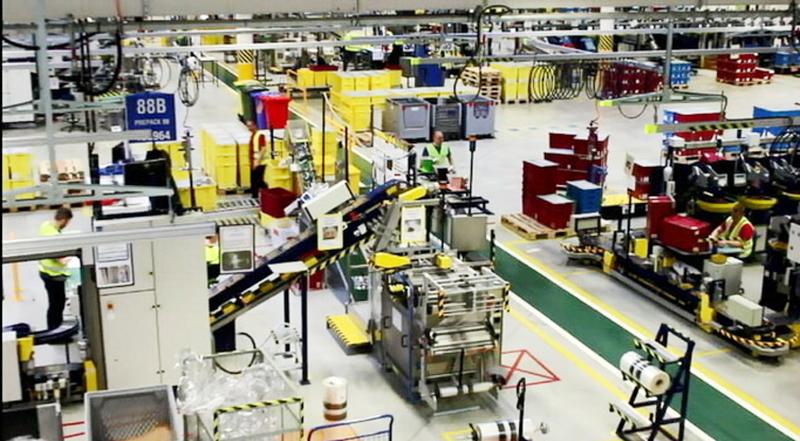 レゴブロックを作っている工場はこんな感じです。