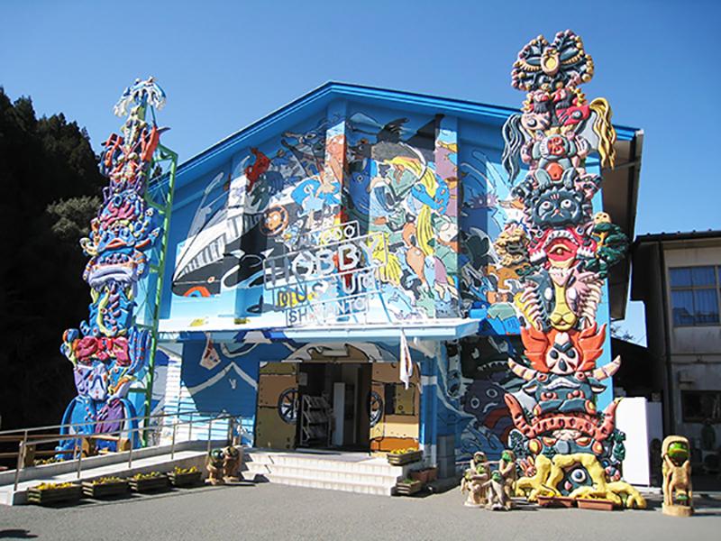 会場の海洋堂ホビー館。小学校を改築したそうです。