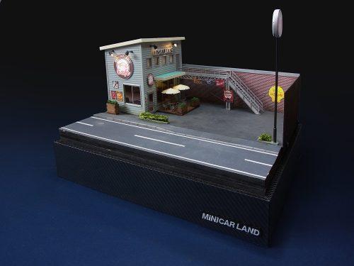 ミニカーランドカフェは1/64のジオラマです。